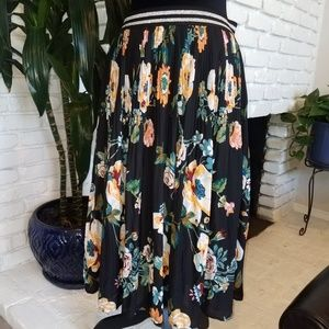 Floral skirt with elastic waistband